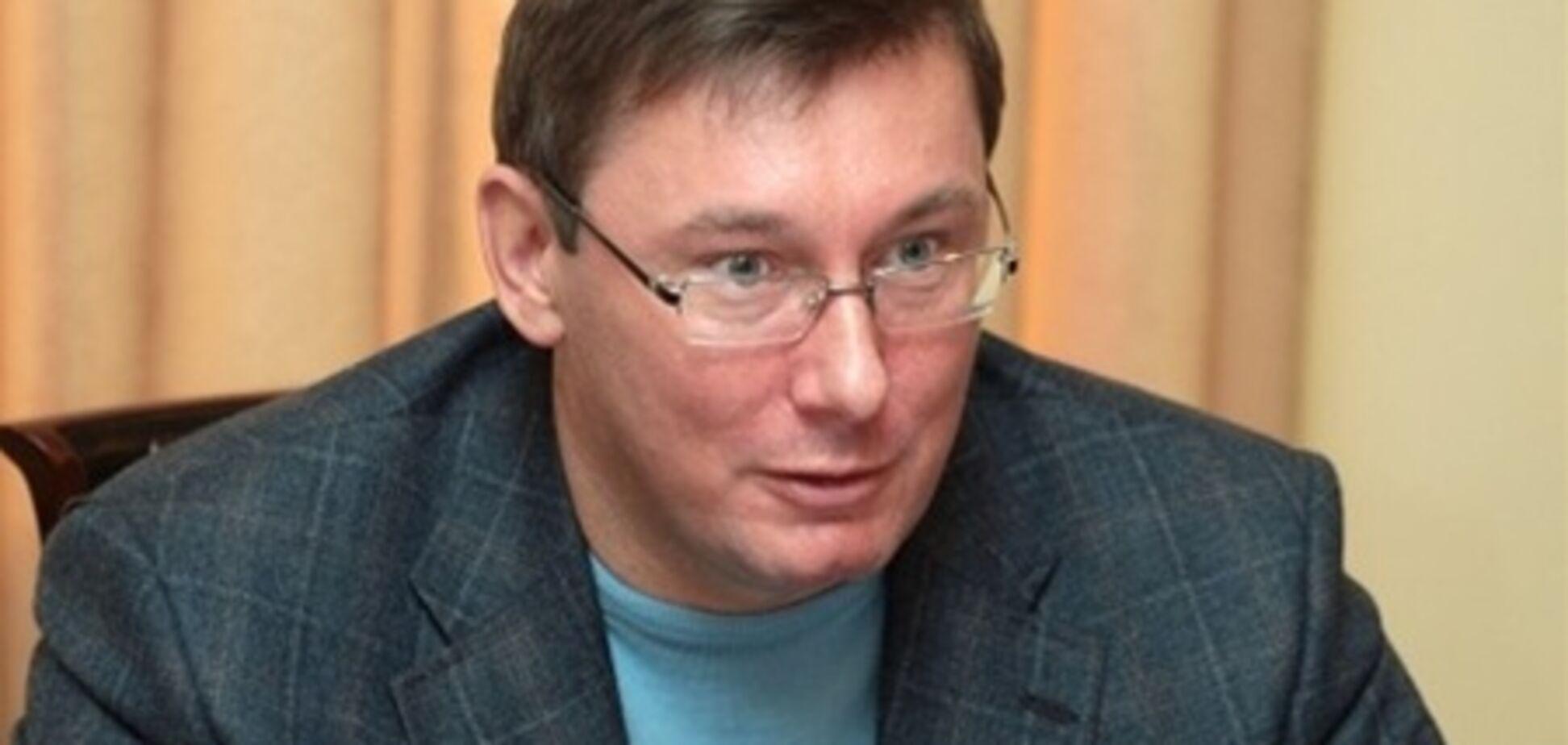 Луценко прокоментував суд над суддею-хабарником