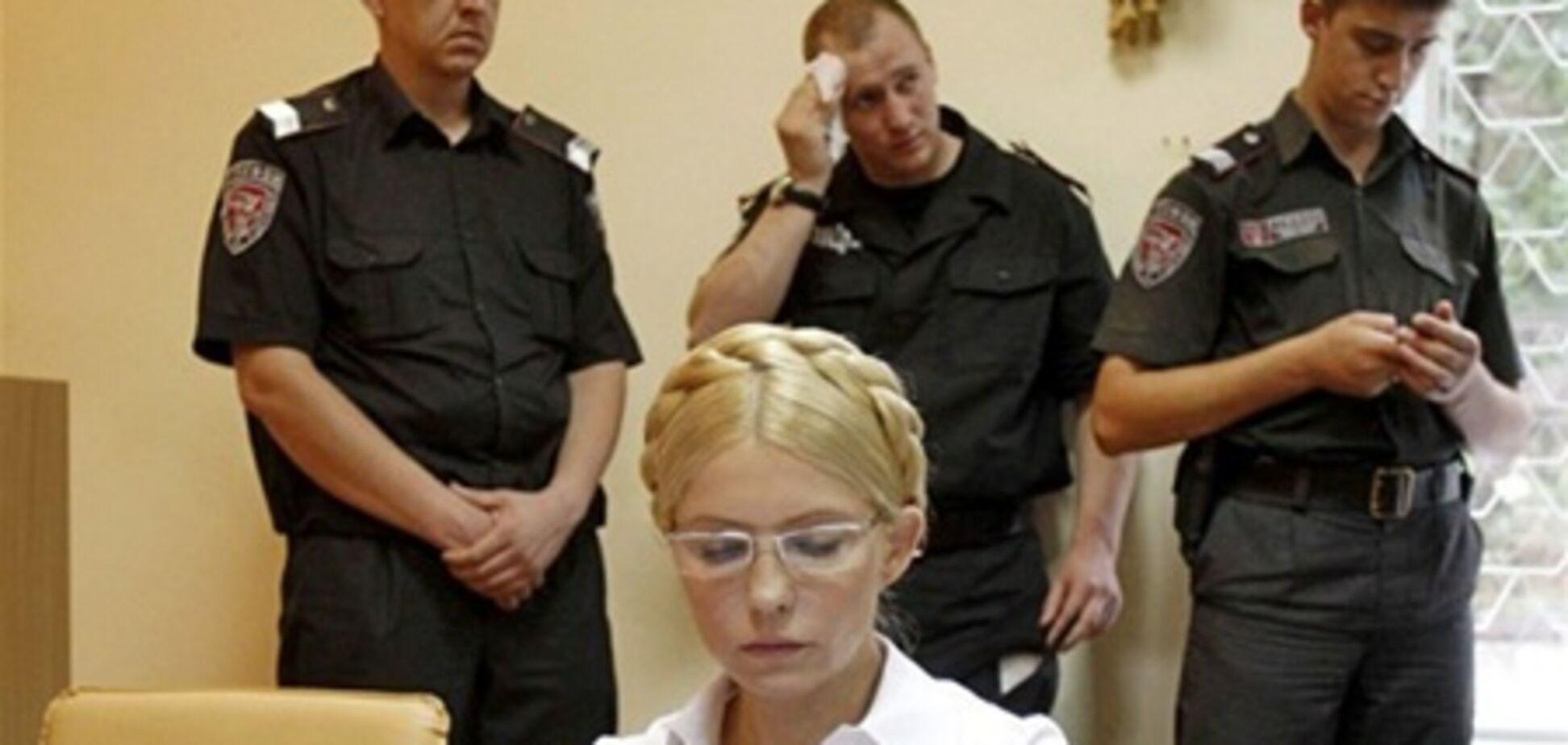 Тимошенко відключила мікрофон, щоб її не почув суд
