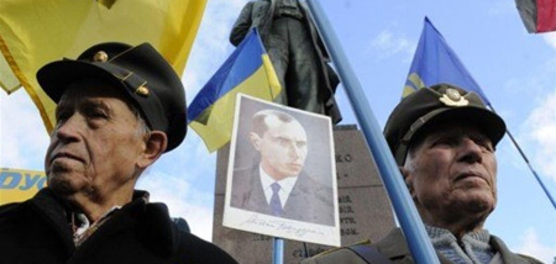 У Львові на мітинг на честь Бандери прийшли близько тисячі людей