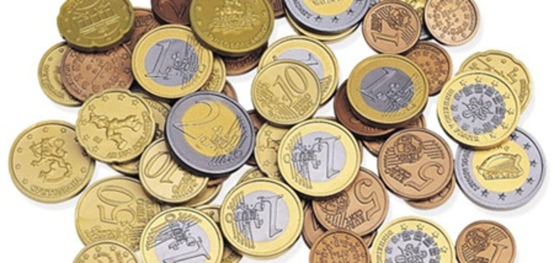 На межбанке евро незначительно подешевел