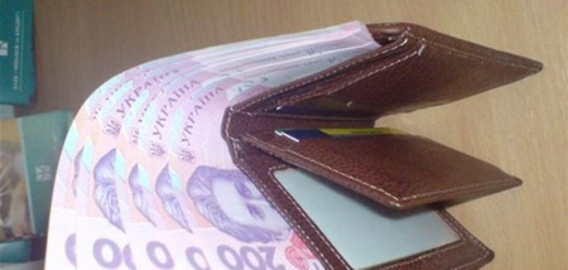 Рада отказалась установить надбавку к зарплатам сельских врачей и учителей