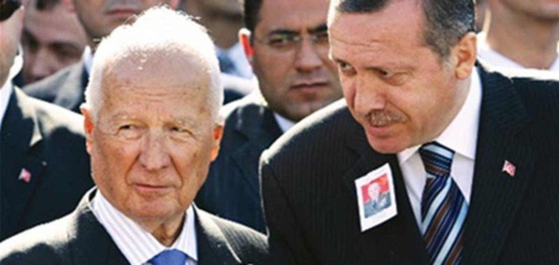 Екс-президента Туреччини судять за організацію військового перевороту