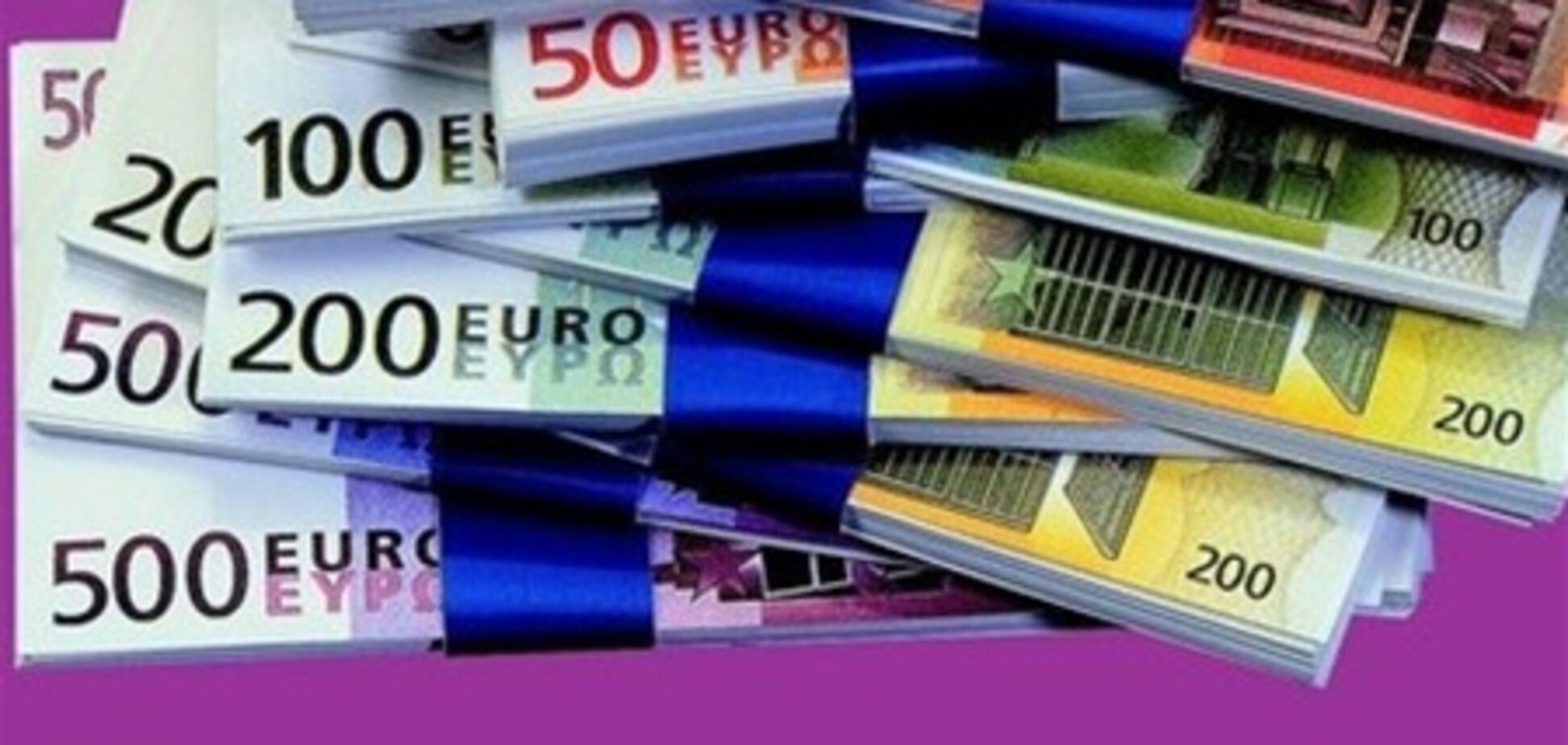 Стали известны три причины падения евро