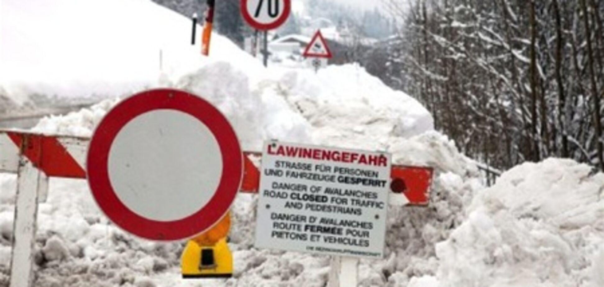 Сніговий хаос в Австрії: туристичні курорти відрізані від світу