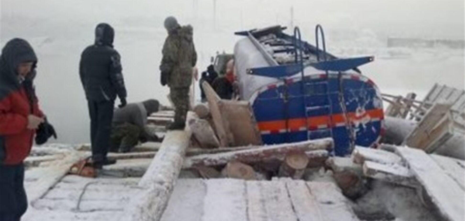 На Камчатке мост провалился под бензовозом