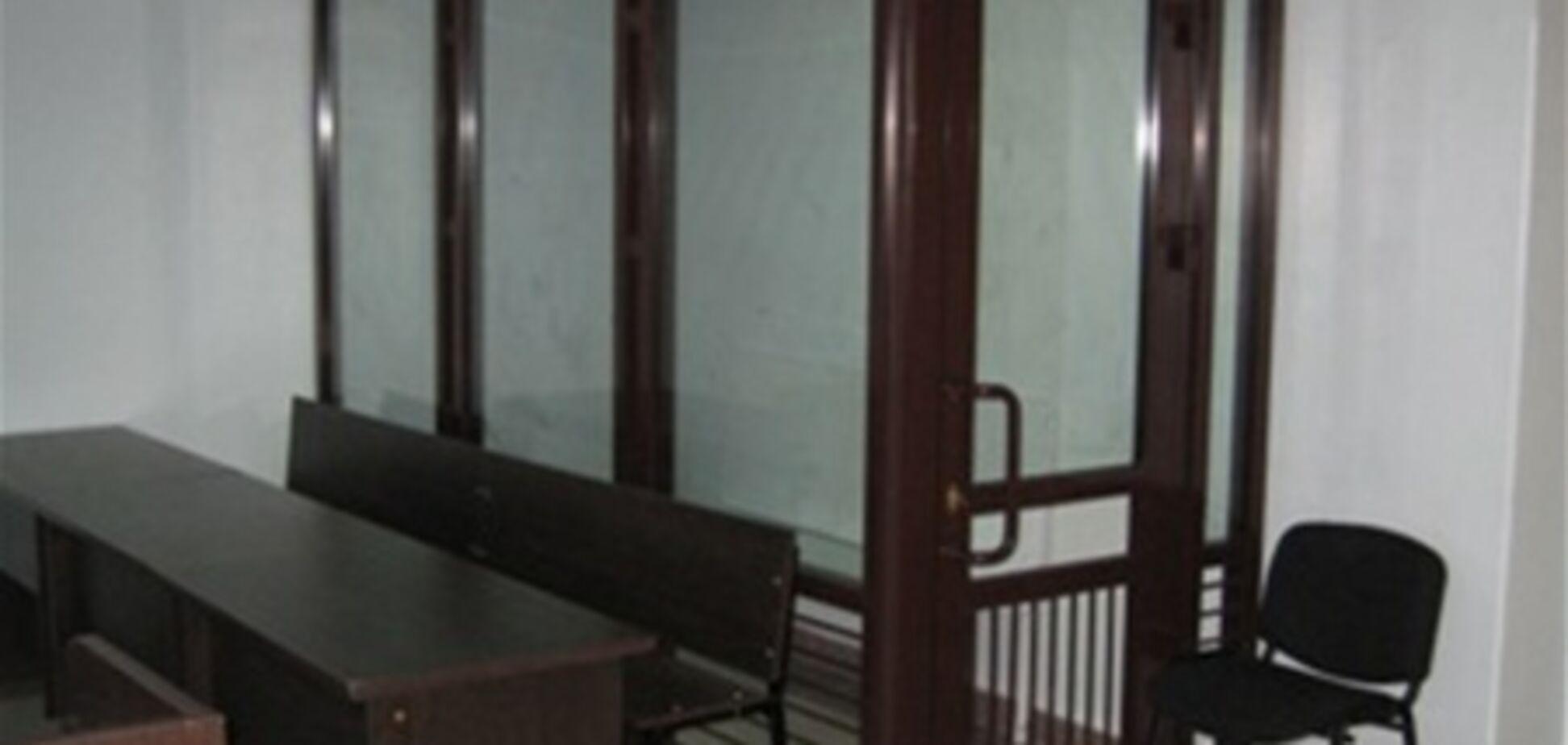 В украинских судах появятся стеклянные клетки для подсудимых