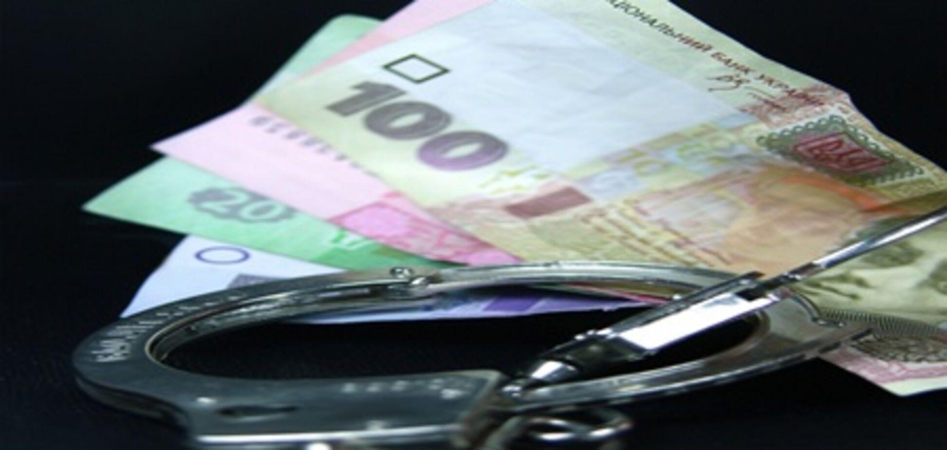 Налоговый опер погорел на взятке в $10 тысяч
