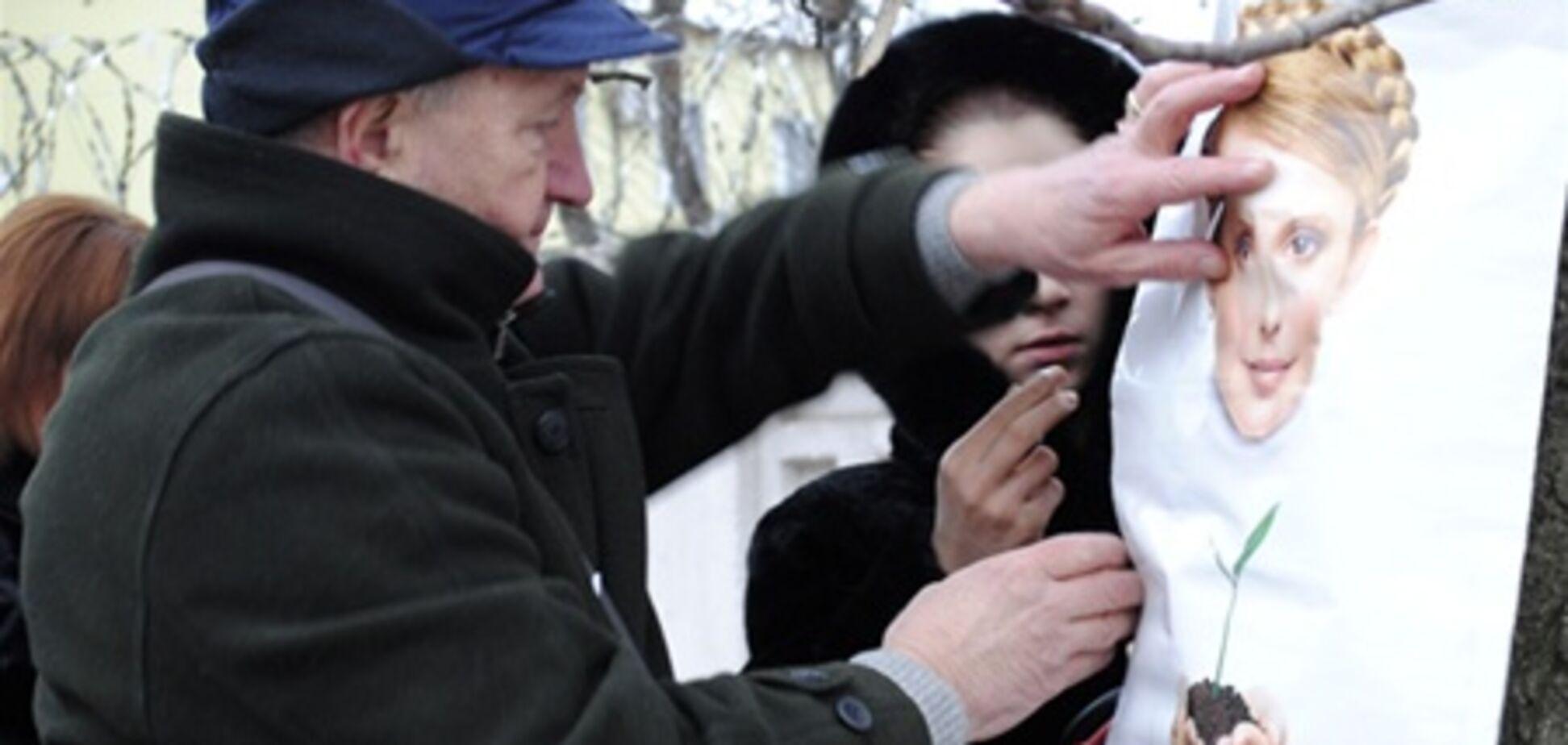 Прихильники Тимошенко не пікетують колонію, очікуючи указу зверху