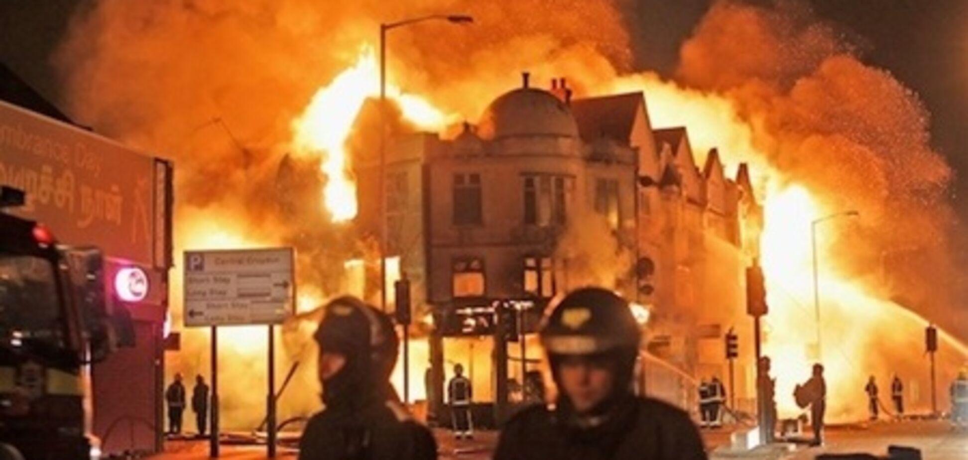 Серпень: Британія у вогні