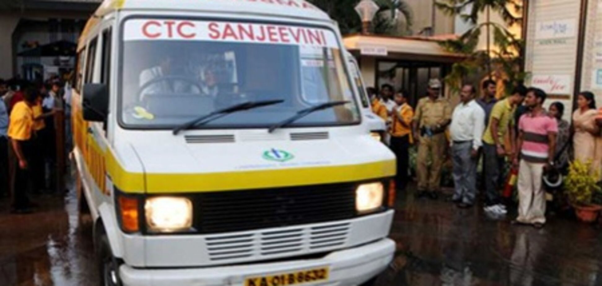 ДТП зі шкільним автобусом в Індії: 10 дітей загинули, 20 поранені