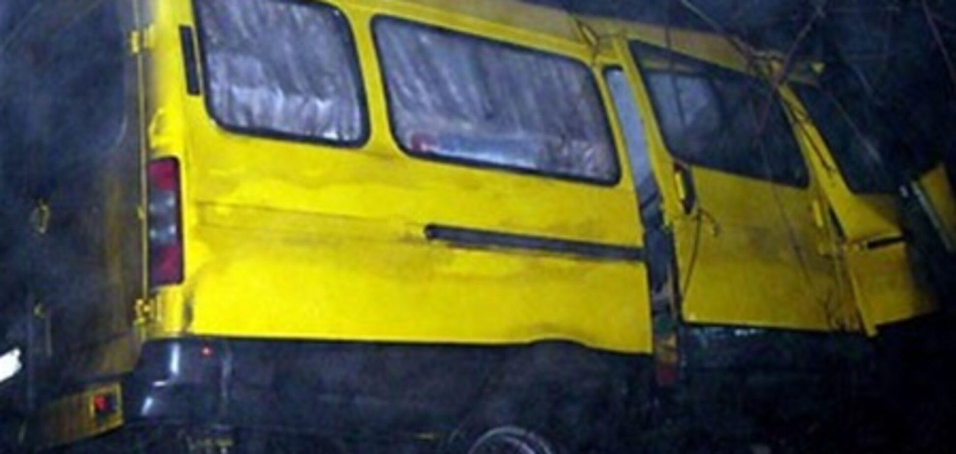 Восемь человек ранены в столкновении маршрутки с BMW под Киевом