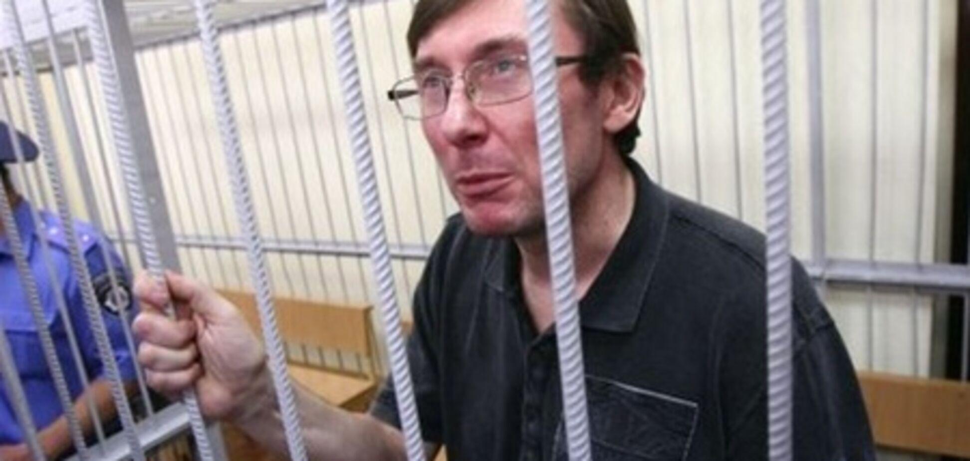 Больного панкреатитом Луценко кормят салом и консервами