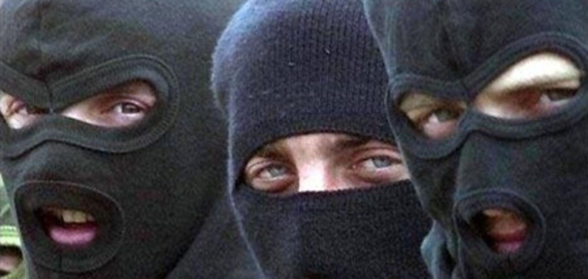 В Киеве произошло вооруженное ограбление заправки: унесли даже сейф
