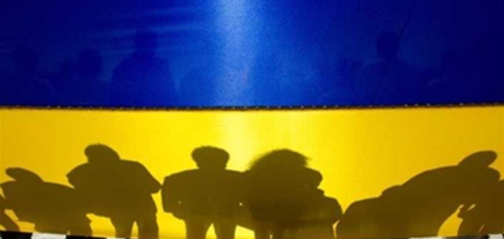 Українцям бажають виїхати подалі або влаштувати революцію