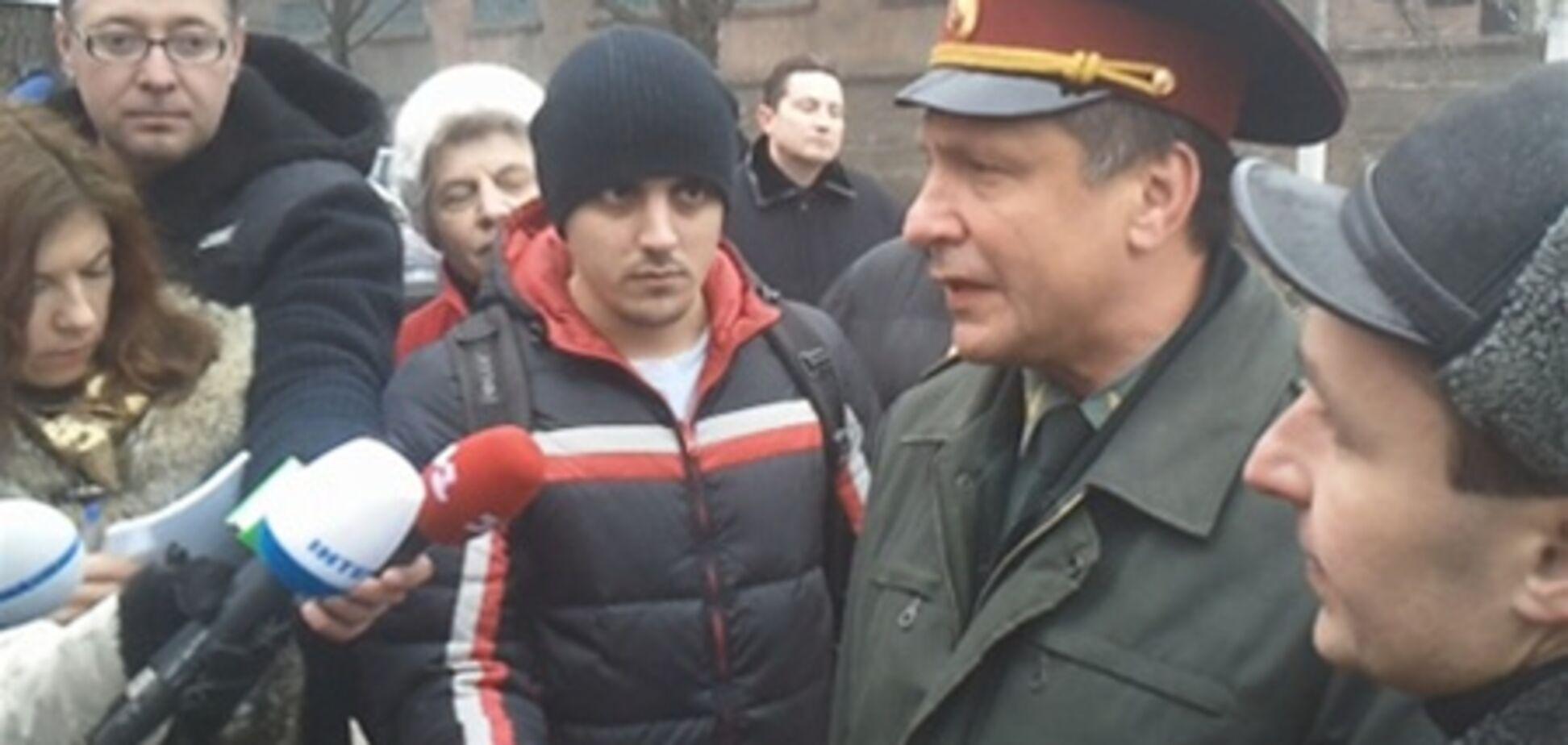 Начальник колонії: з Тимошенко все добре - ходити може