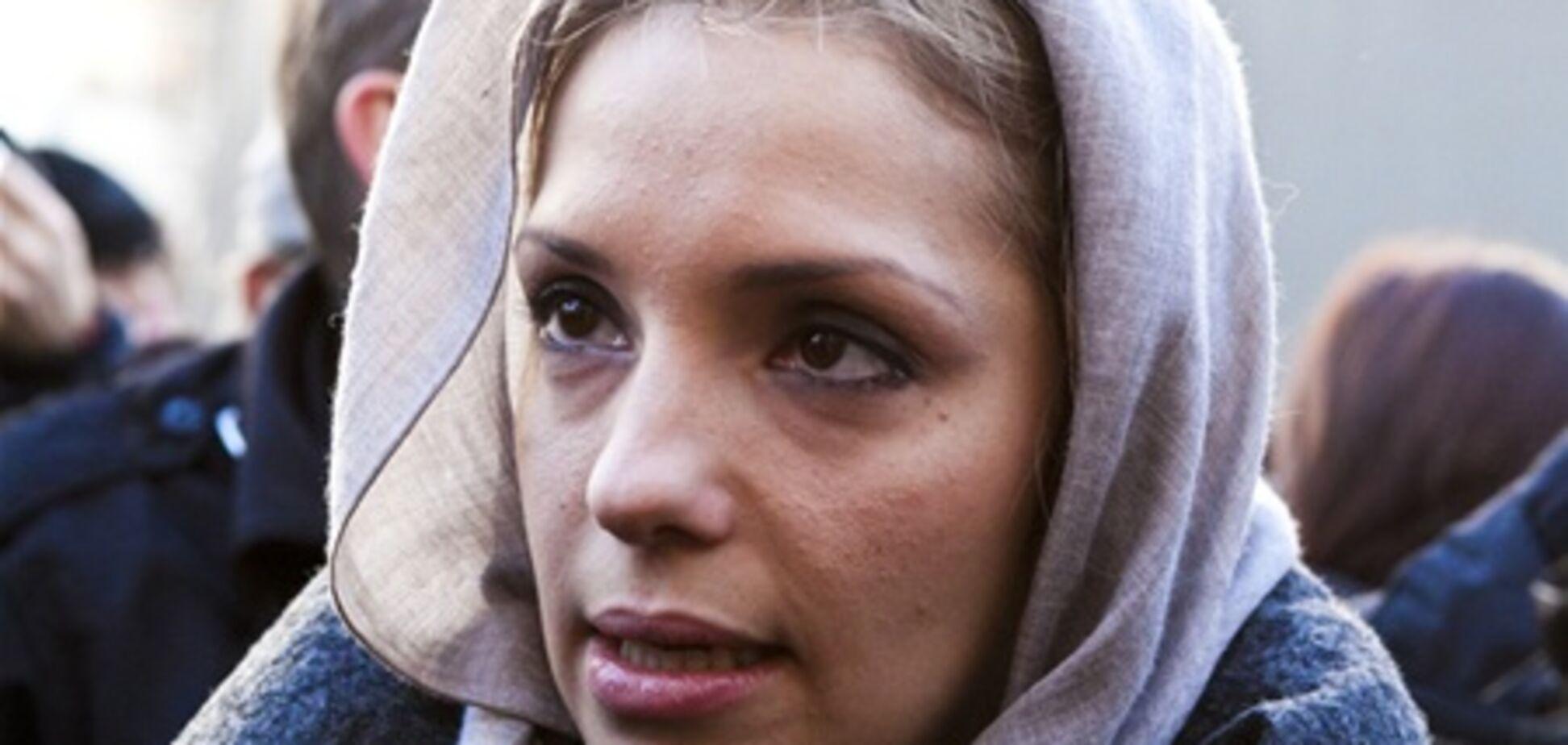 Дочка Тимошенко привезла мамі гостинець в колонію