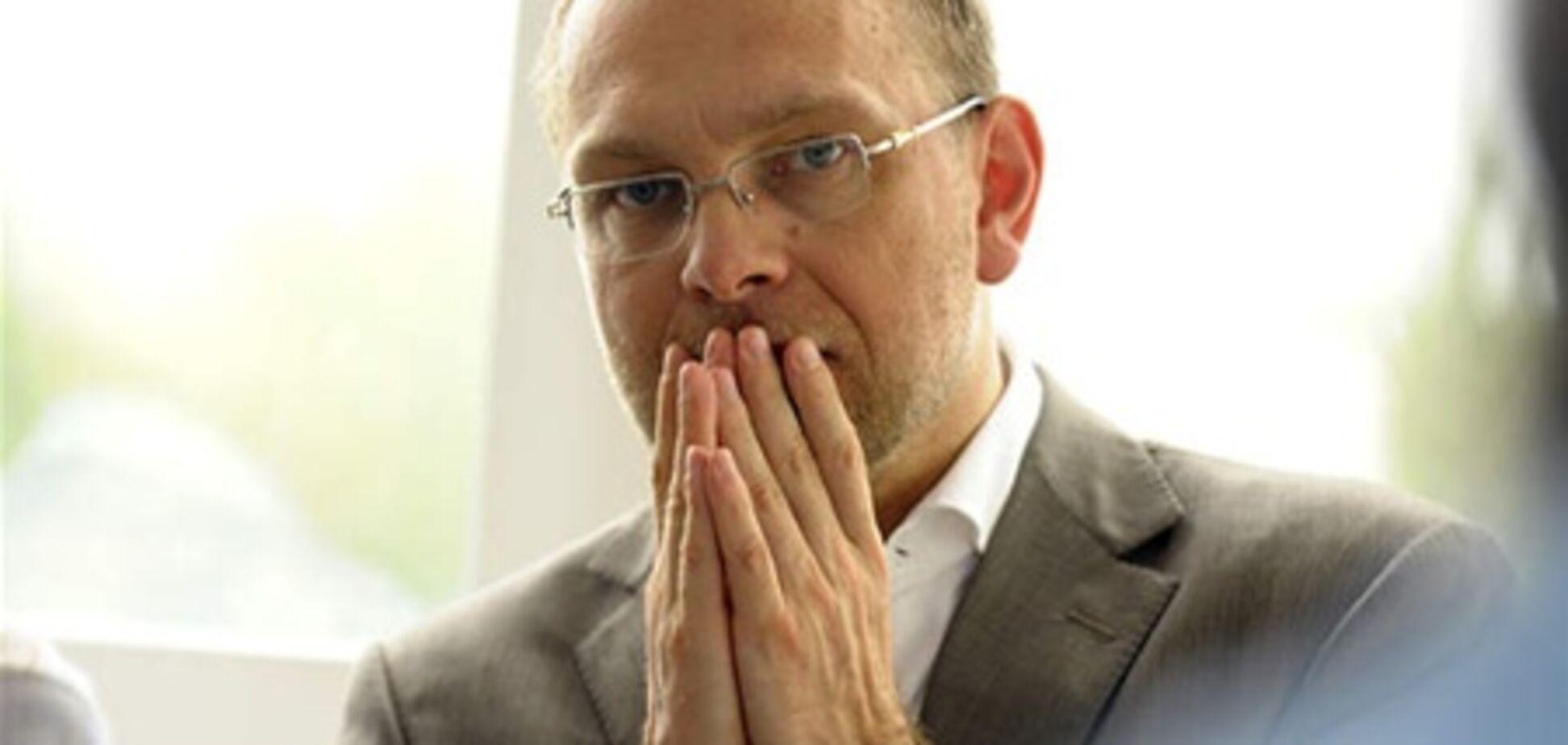 Власенко оформляет документы для встречи с Тимошенко