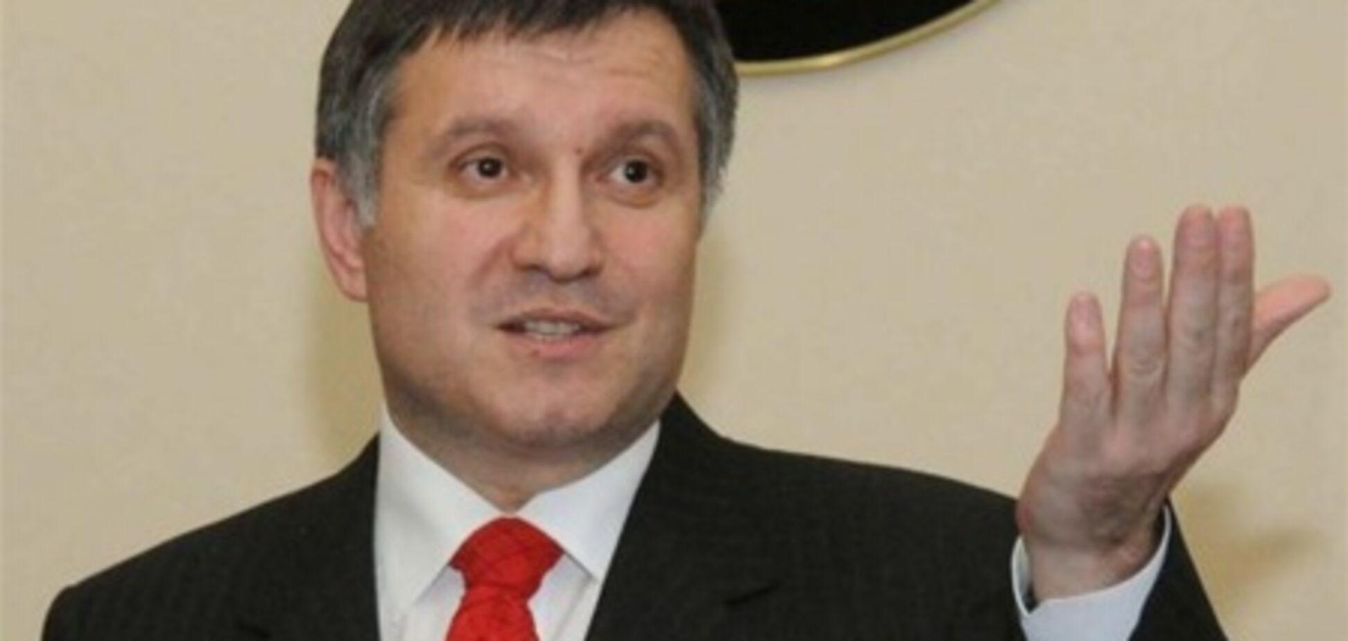 Правоохранители устроили 'маски-шоу' в квартире Авакова