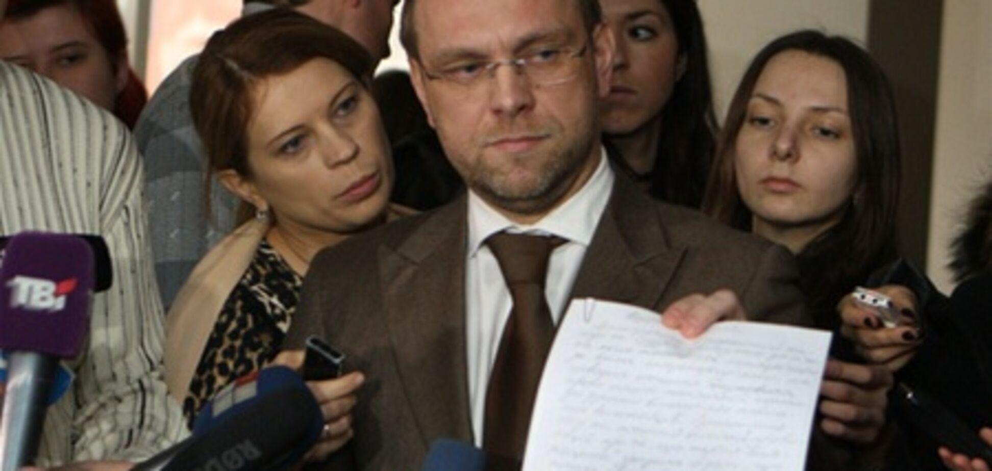 Власенко вирішив поскаржитися в ГПУ на етапування Тимошенко