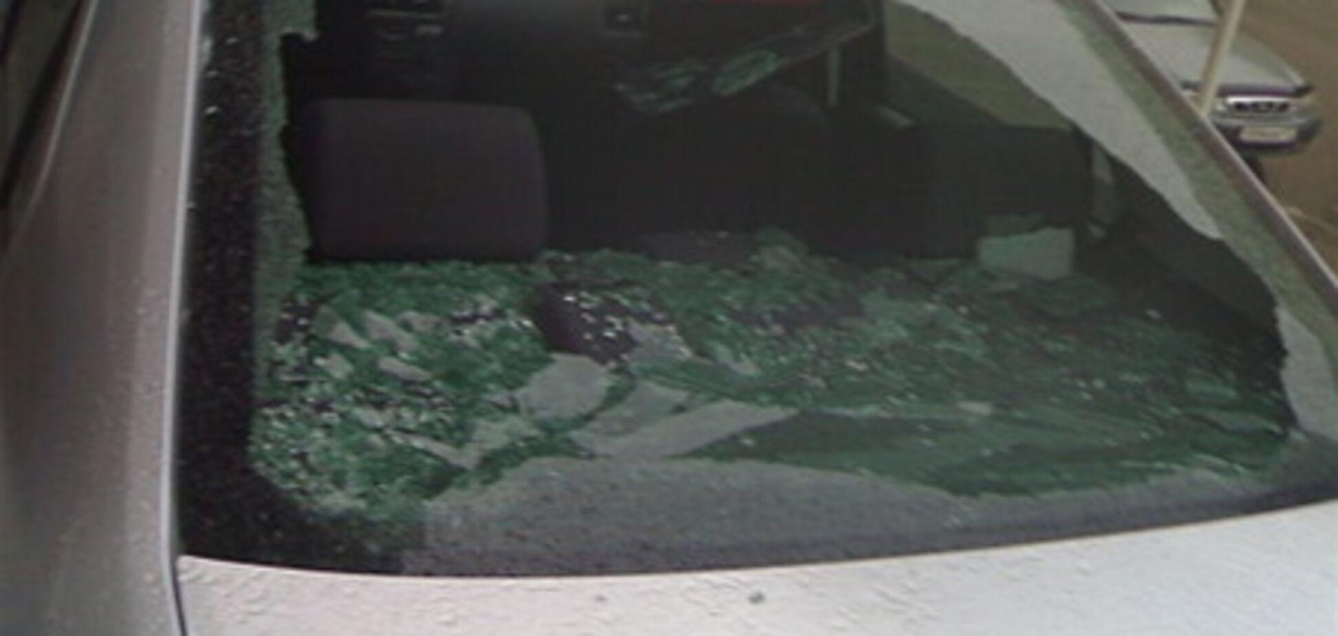 Волынскому депутату разбили стекло в его иномарке