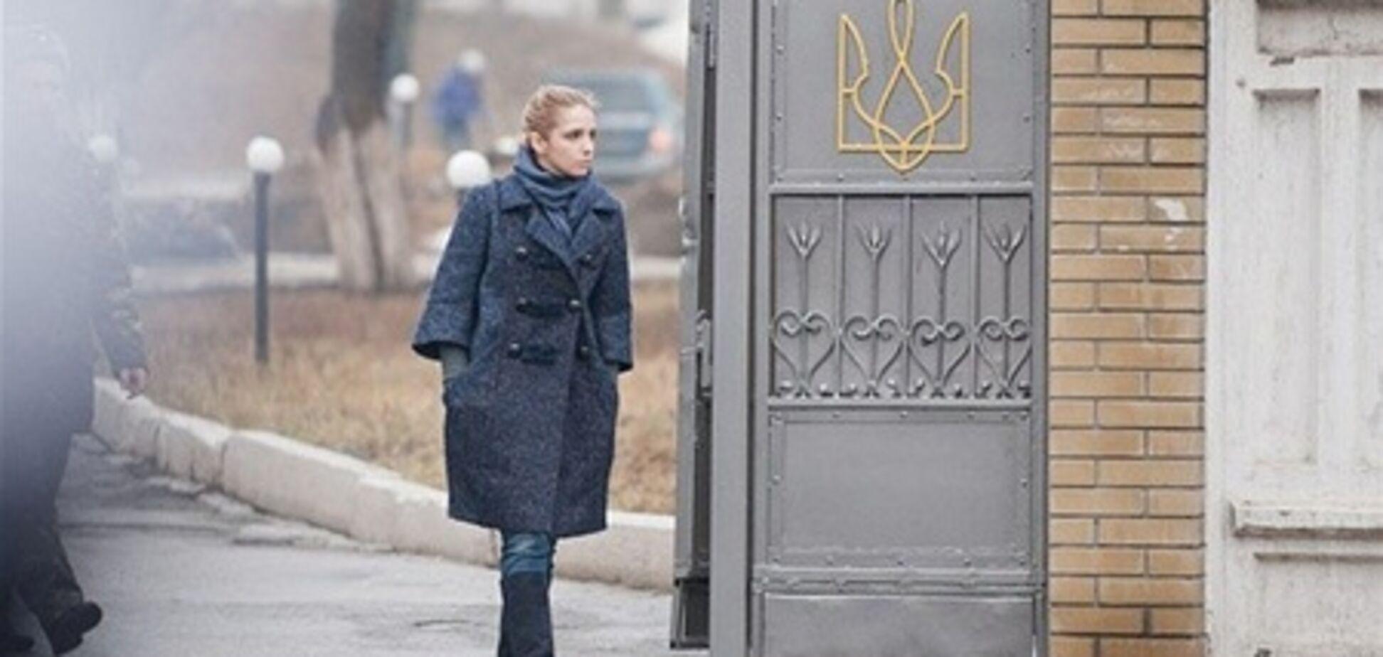 Дочка Тимошенко приїхала в колонію, але так і не змогла зустрітися з мамою
