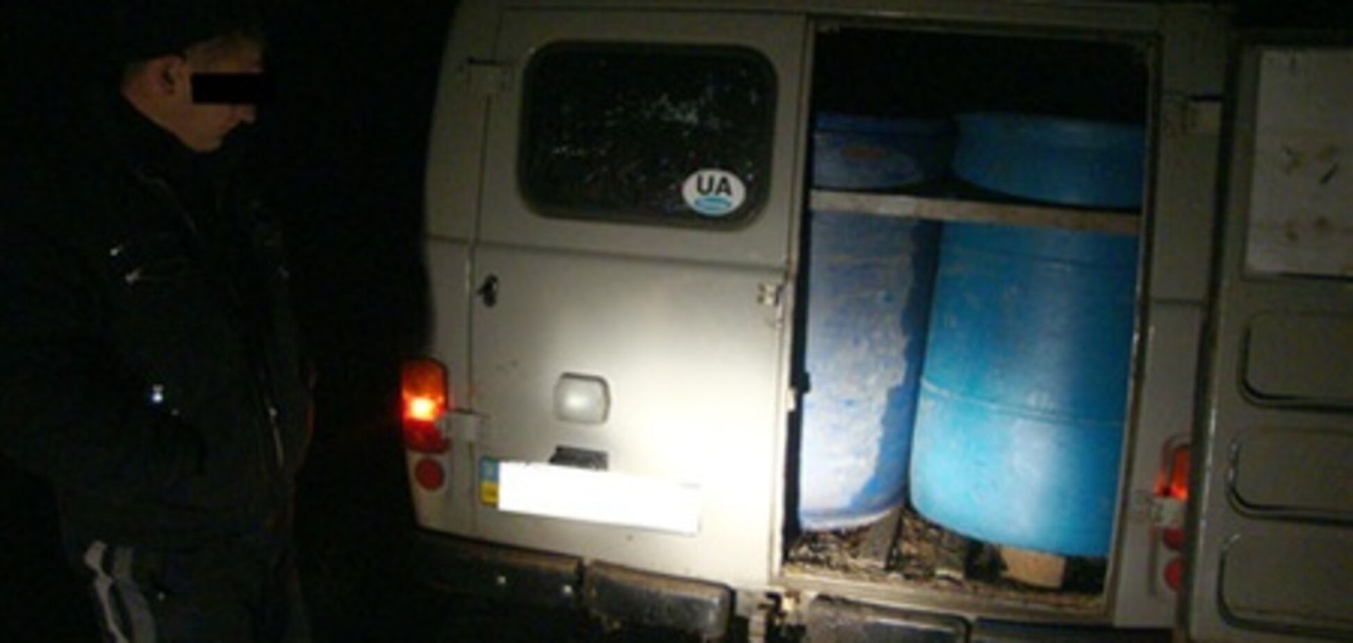 На Сумщине пограничники нашли 18 канистр со спиртом