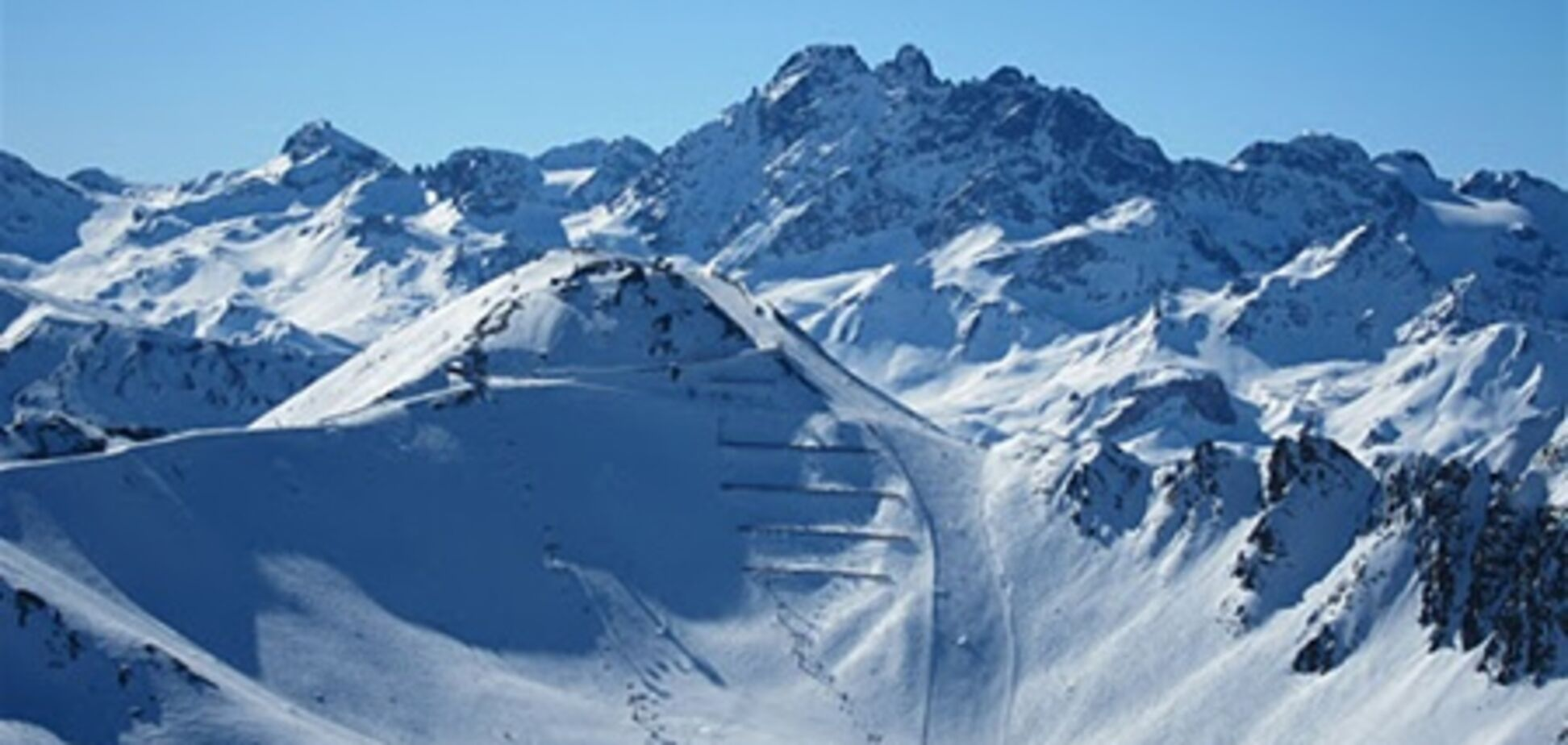 Через ураган в Австрії побоюються сходження снігових лавин