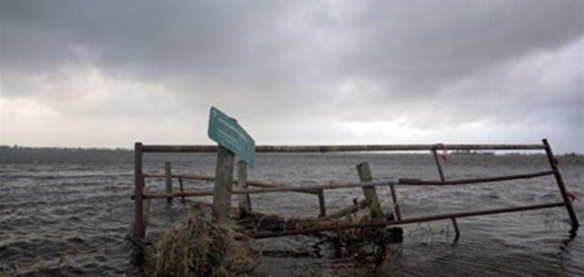 Близько 800 голландців евакуйовані через загрозу прориву дамби