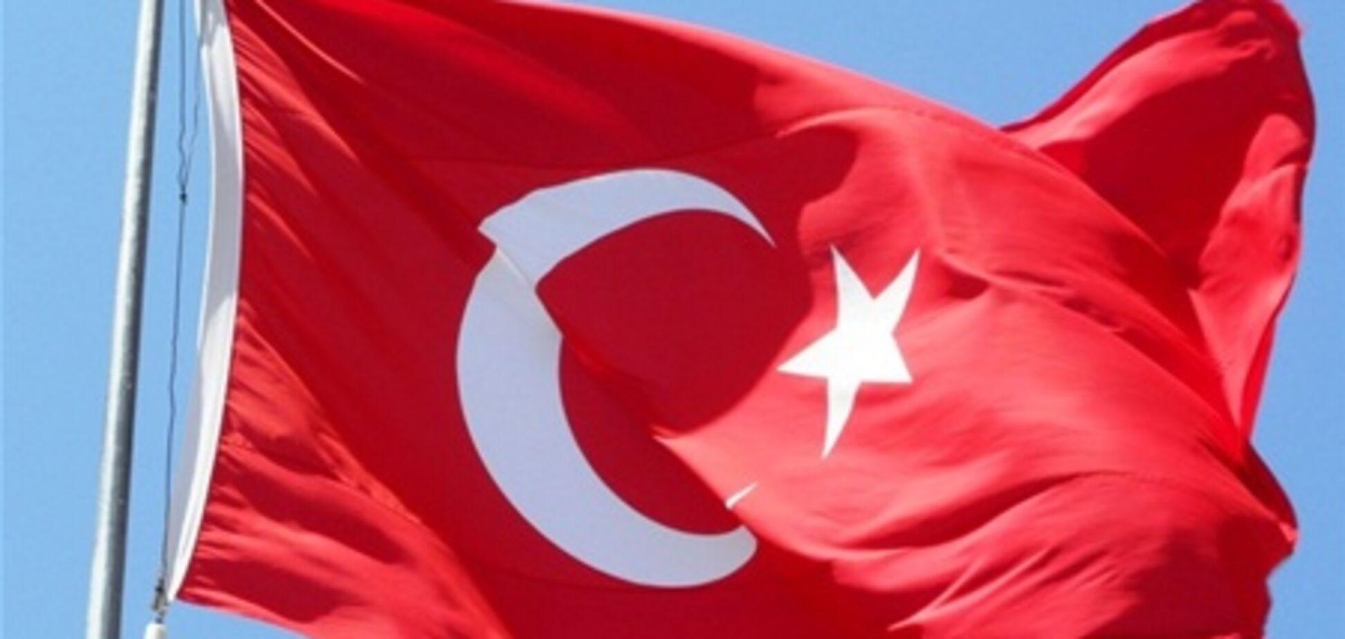 Туреччина повертає свого посла в Париж