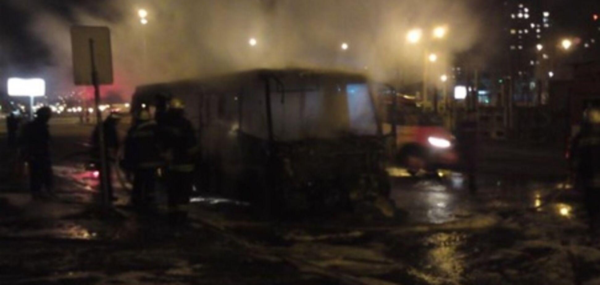 На Троещине загорелась маршрутка. Фото