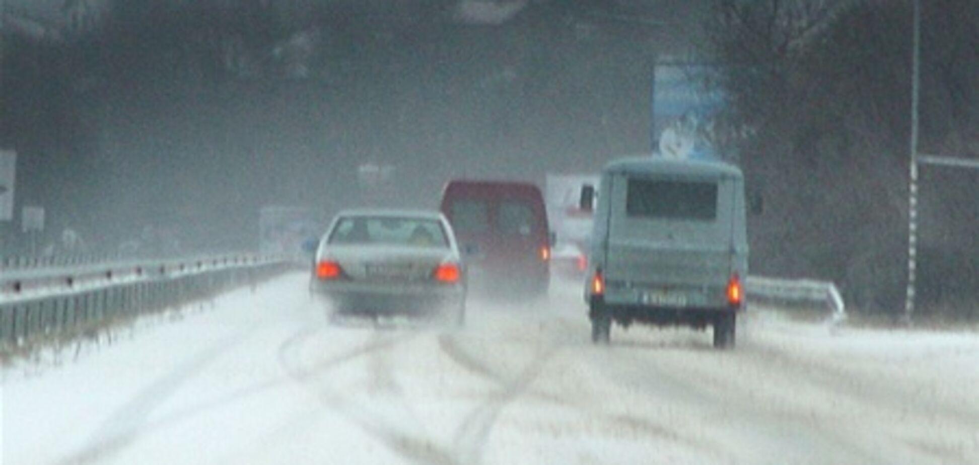 Сильний снігопад ускладнив обстановку на дорогах Болгарії