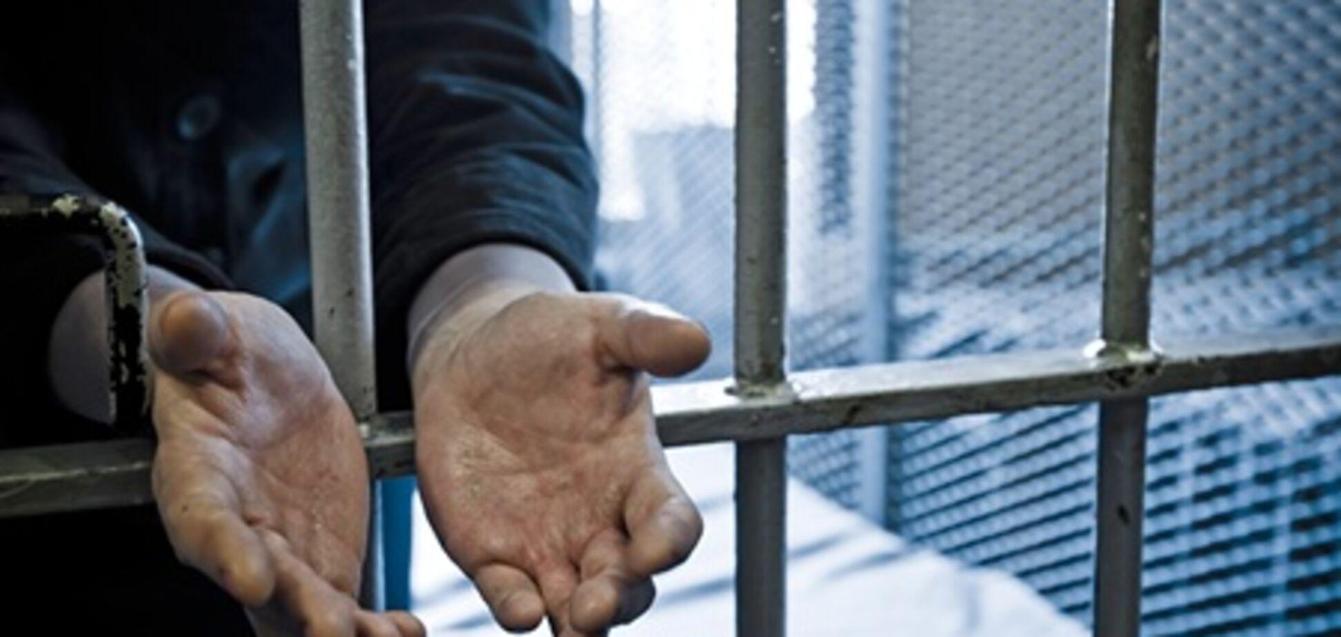 На Хмельнитчине осужденные во время этапирования порезали себе вены