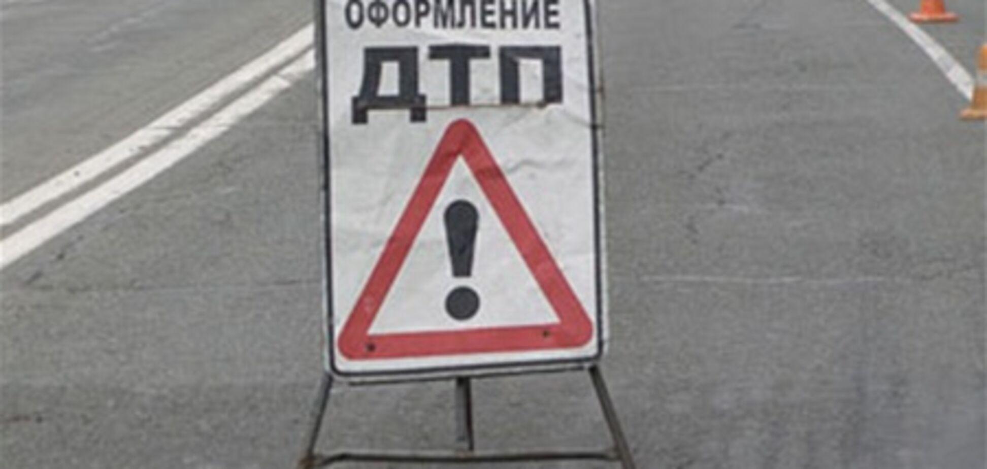 В Донецкой области столкнулись легковушка и грузовик: погибли 3 человека