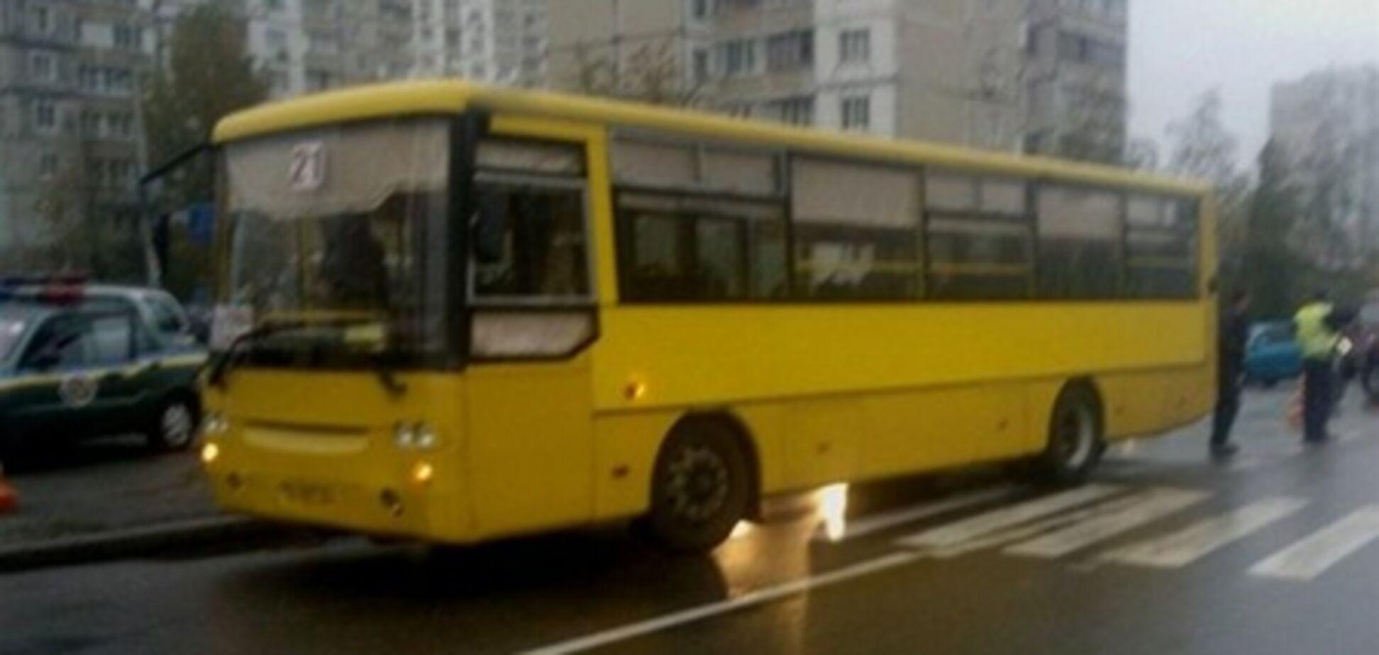 На Троещине автобус сбил насмерть пешехода