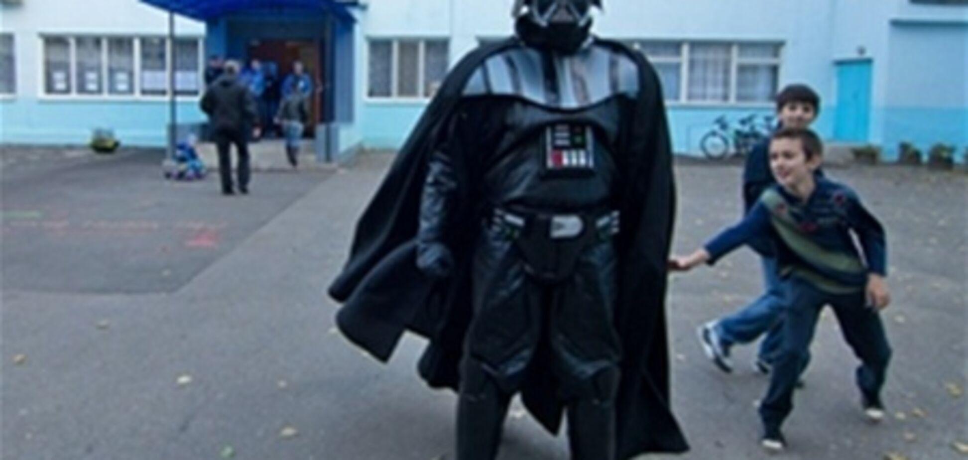 Дарт Вейдер пытался проголосовать в Одессе. Фото. Видео