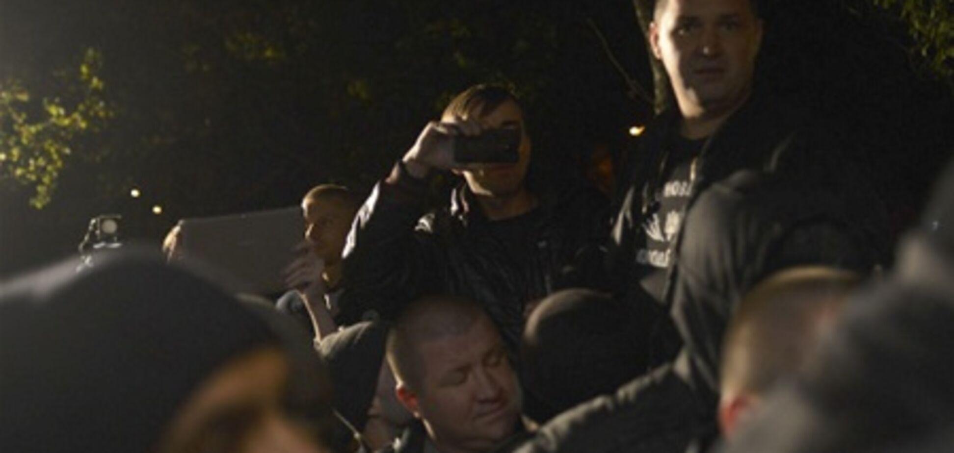 В ОВК №223 свободівці застосували сльозогінний газ і не пускають Пилипишина