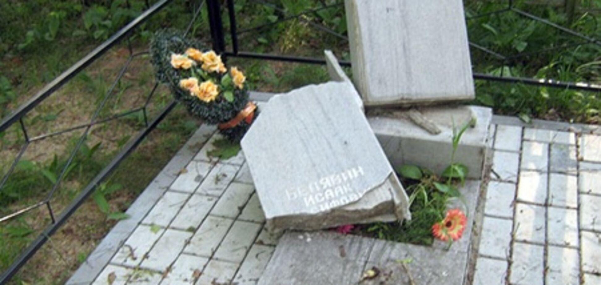 В Одеській області від рук вандалів постраждали близько 150 могил