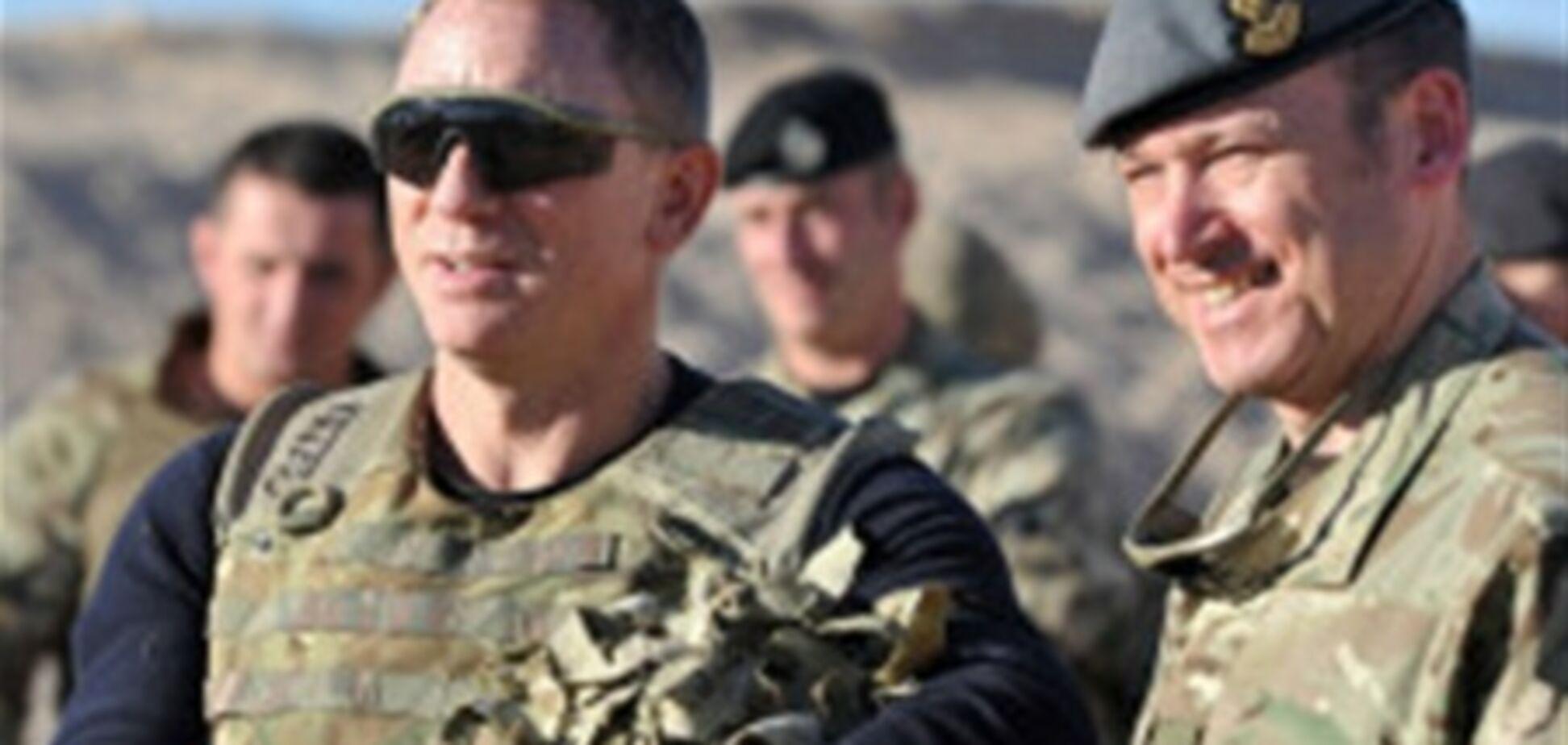Деніел Крейг відвідав британські війська в Афганістані