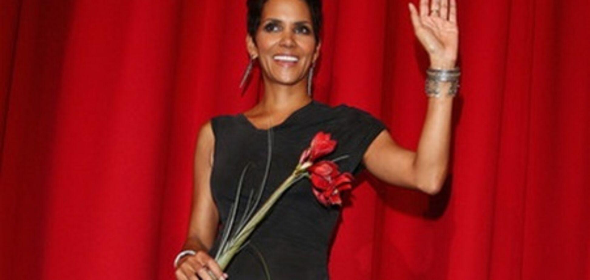 'Облачный атлас' в Берлине: нога Холли Берри и красный цветок