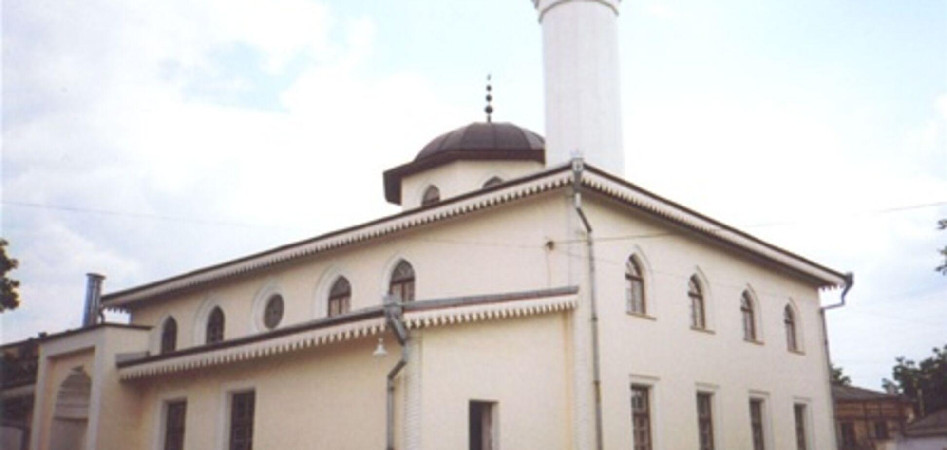 Муфтій Криму назвав напад на мечеть проявом ксенофобії