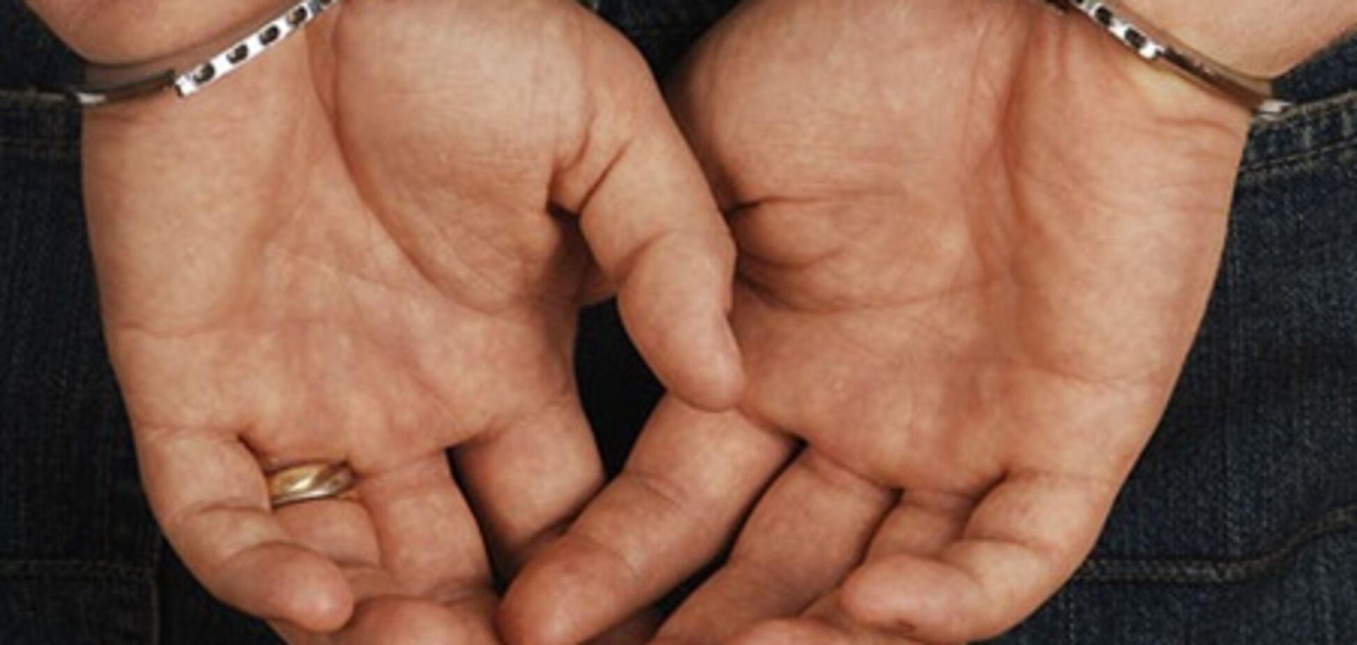 На Тернопільщині шахрай видурив у людей $ 100 тис