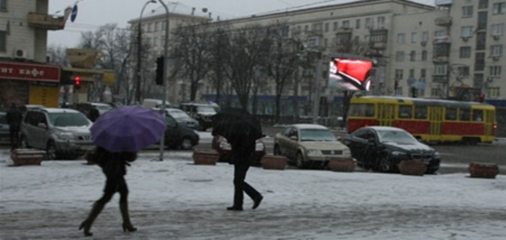 В центре Киева запретили парковку в сильные снегопады. Видео