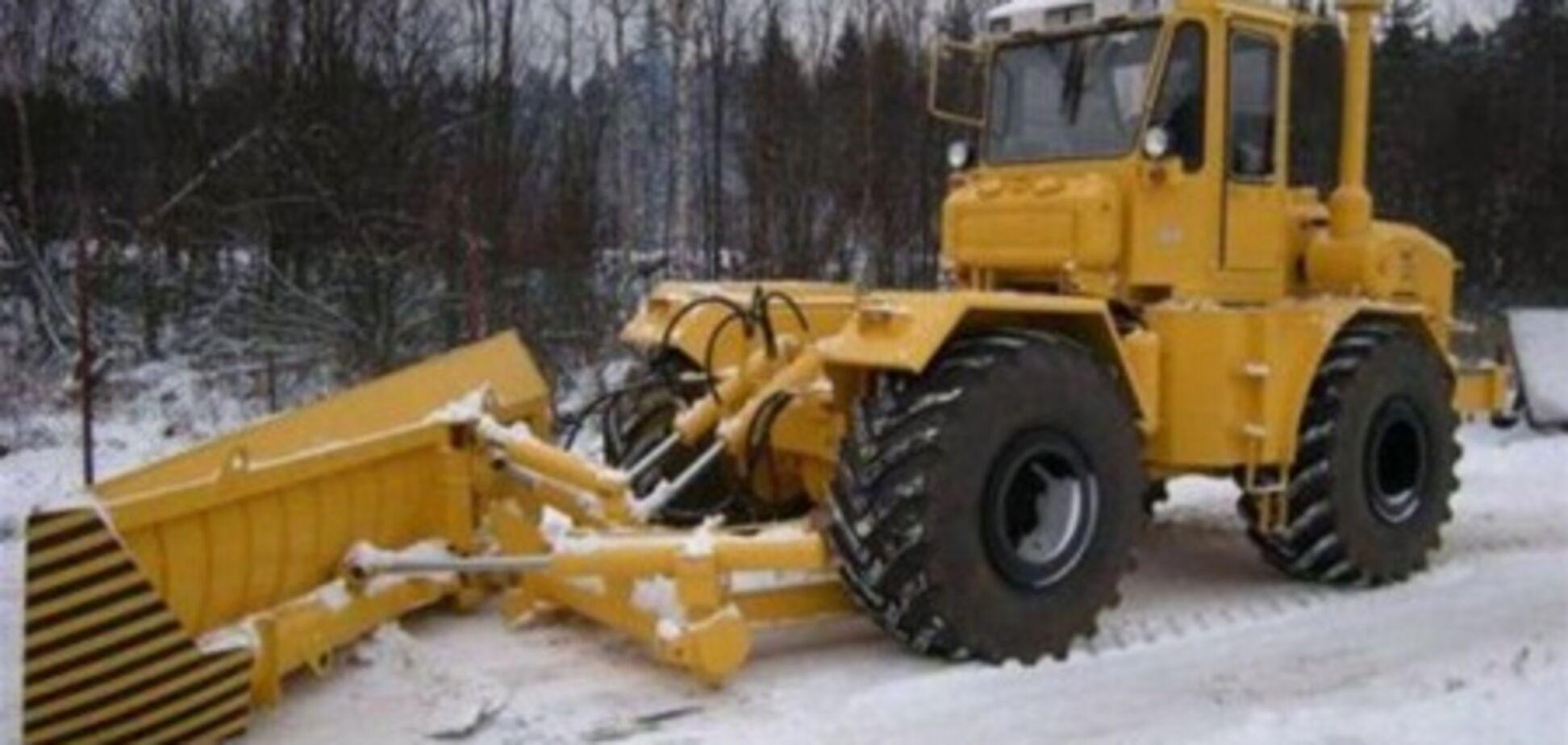 Близько 8 тис. людей і більше тисячі машин кинуті на розчищення снігу в Україні