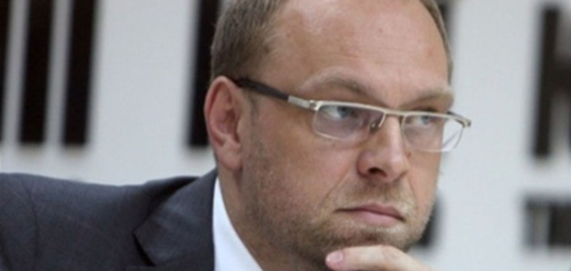 Нардепу Власенко не удалось сбежать от уплаты алиментов