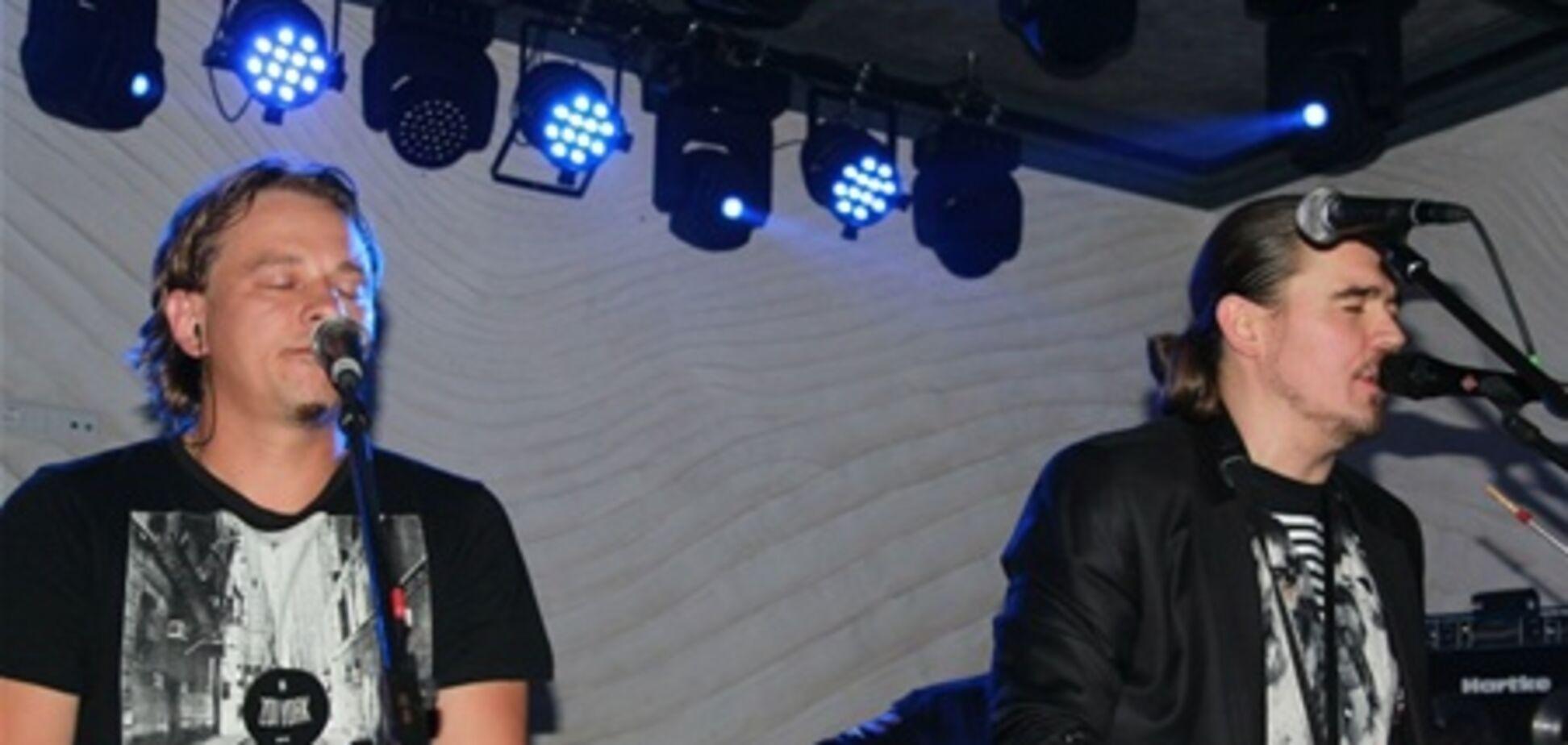 ТНМК исполнили 'Акустику' своим фанатам. Фото