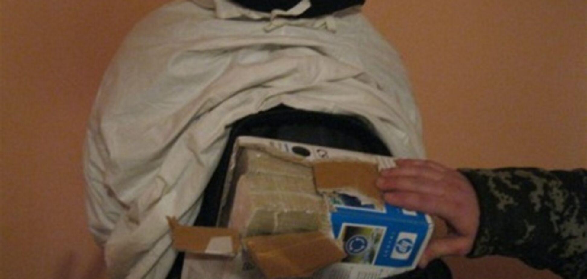Прикордонники затримали двох білорусів у масхалат з $ 2,4 млн під ними