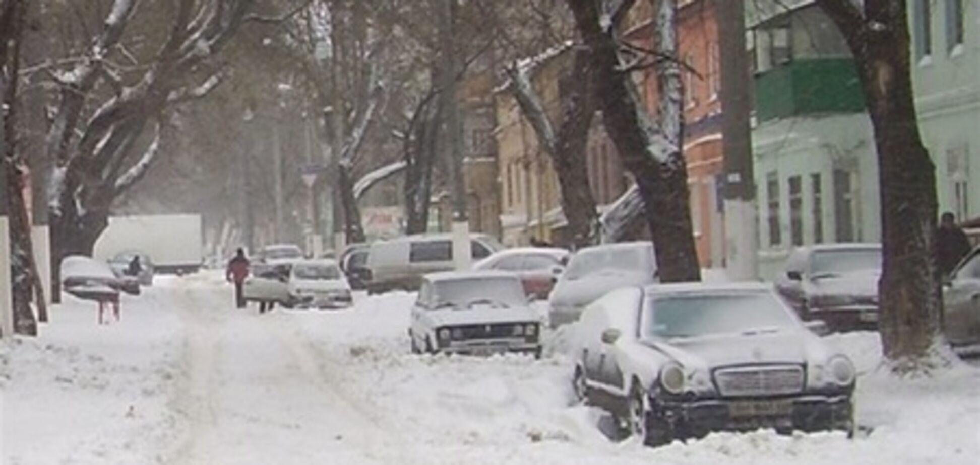 У п'яти областях України триває розчищення доріг від снігу - МНС