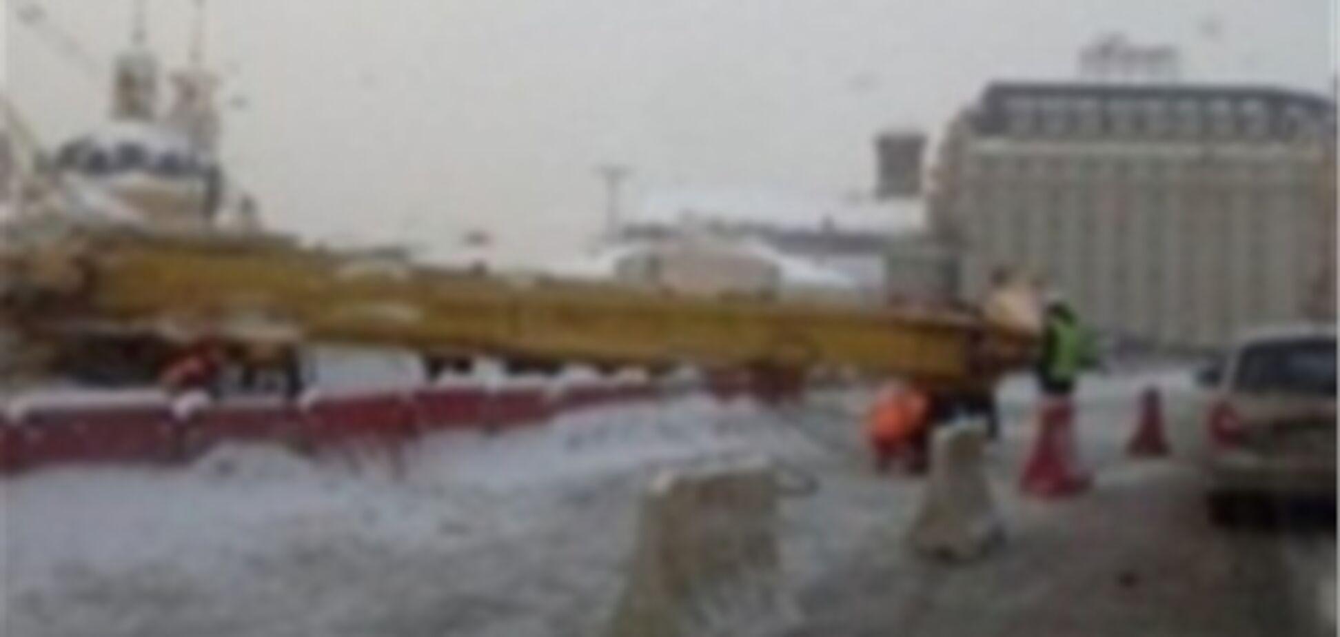 На Подоле рухнула 30-ти метровая буровая вышка