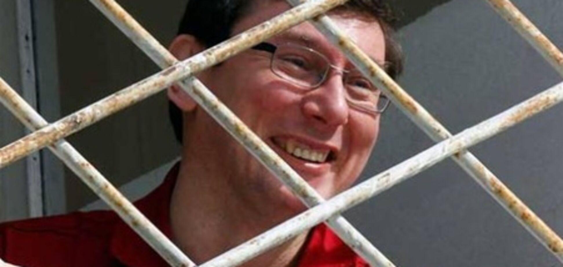 Луценко в тюрьме придумывает анекдоты