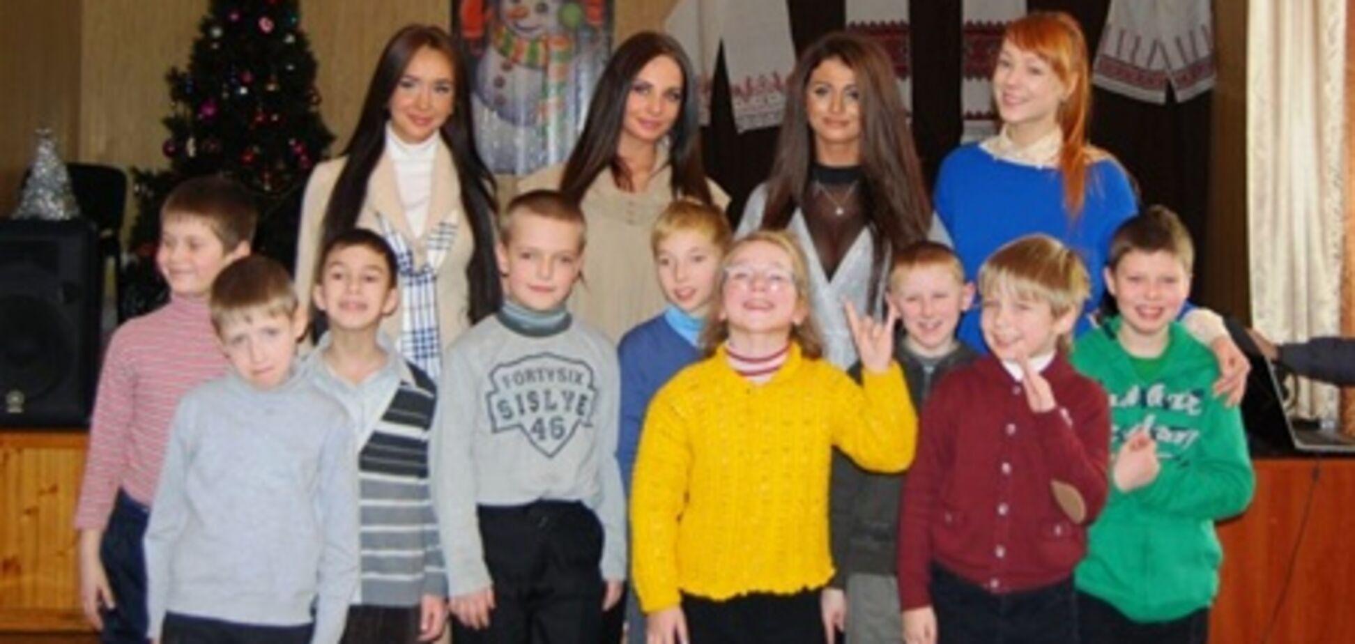 Тарабарова і 'Гарячий Шоколад' привітали сиріт з святами. Фото